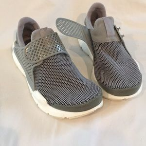 Nike Darts slip on sneakers